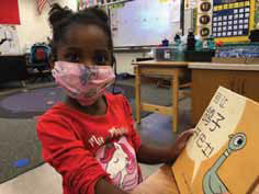 student reading Mo Willems translated to mandarin chinese